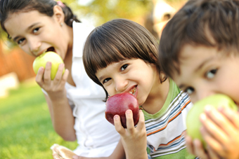 Fighting-World-Hunger-sstock_63699730_kids_apples-thumb